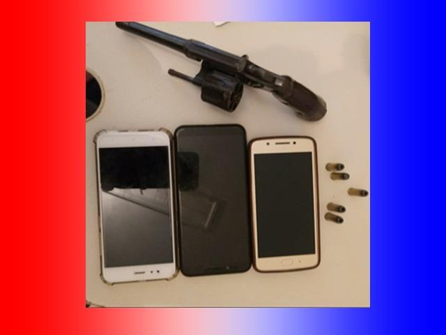 PM detém suspeitos de roubo e apreende arma de fogo em Vila Valério