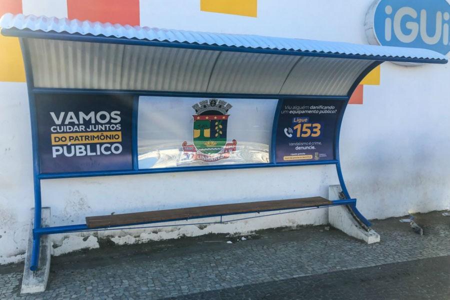 Novos abrigos de ônibus na estrada de acesso ao Pontal retratam pontos turísticos de Linhares