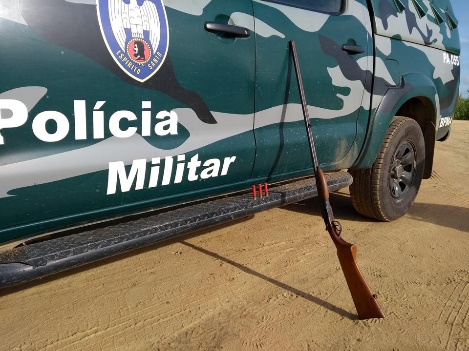 BPMA apreende espingarda, munições e madeira em depósito sem licença em Vila Valério