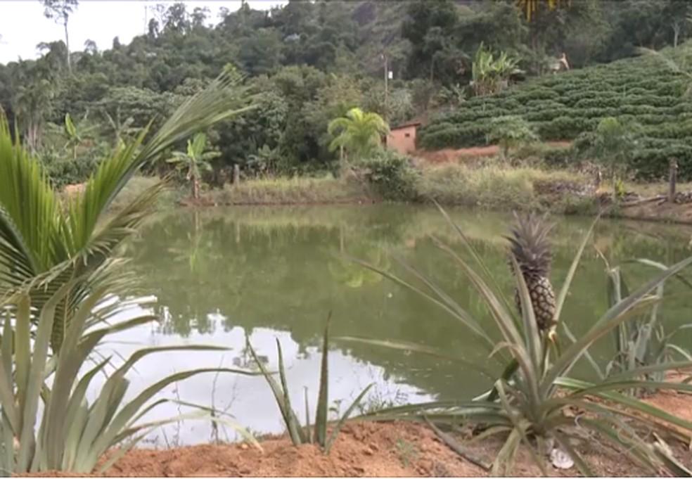 Bebê morre afogado após cair em reservatório de água de sítio — Foto: Reprodução/TV Gazeta