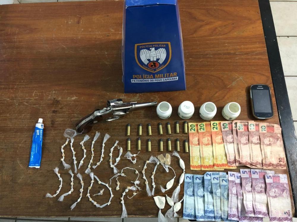 PM prende dupla e apreende drogas e arma em Pinheiro