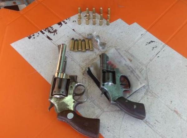 Armas e drogas são apreendidas pela PM em São Mateus