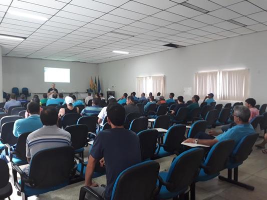 Motoristas da Prefeitura participam de palestras sobre direção defensiva e dependência química