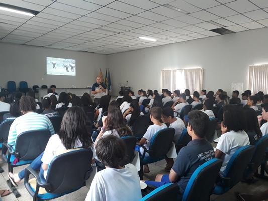 Prefeitura leva palestra de prevenção às drogas aos alunos de Rio Bananal