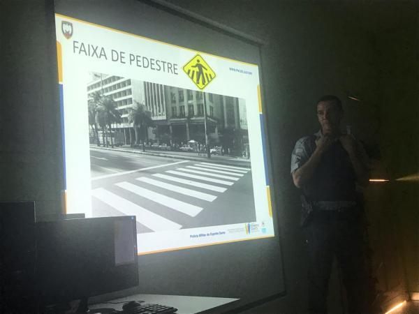 Militares do 12° BPM realiza palestra na APAE de Rio Bananal