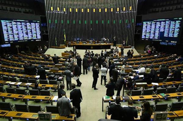 Veto ao reajuste salarial dos agentes de saúde é derrubado pelo Congresso