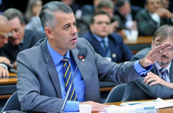 Evair de Melo quer explicações do Governo sobre a retirada de recursos do Orçamento Federal para a agricultura