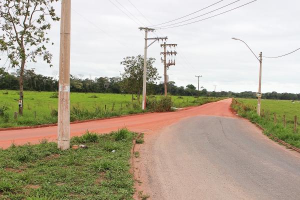 Prefeito de Linhares autoriza projeto de asfaltamento da estrada que liga Linhares a Povoação
