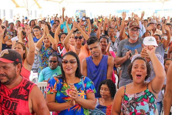 Em clima de emoção, 600 famílias de Linhares recebem a chave da casa própria