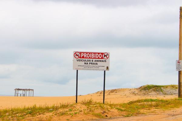 Fiscalização da Prefeitura vai multar e apreender carro que circular na areia da praia de Pontal
