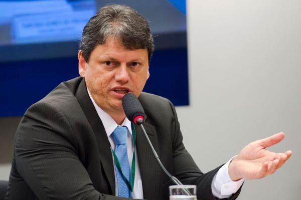 Ministro garante ao governador compromisso de construir ferrovia no Espírito Santo