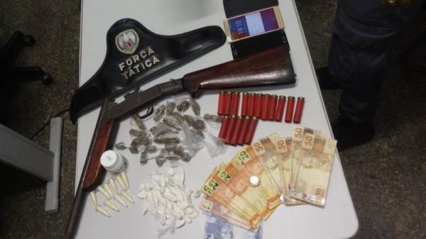 PM apreende arma e drogas no município de Aracruz
